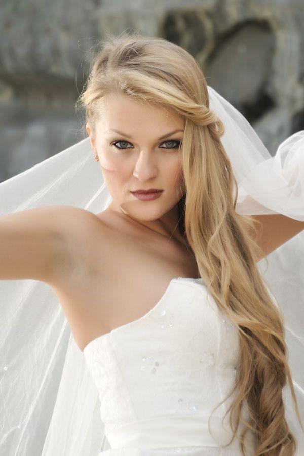 Peinados-de-pelo-largo-para-bodas-Media-con-rizos-largos-682x1024_opt