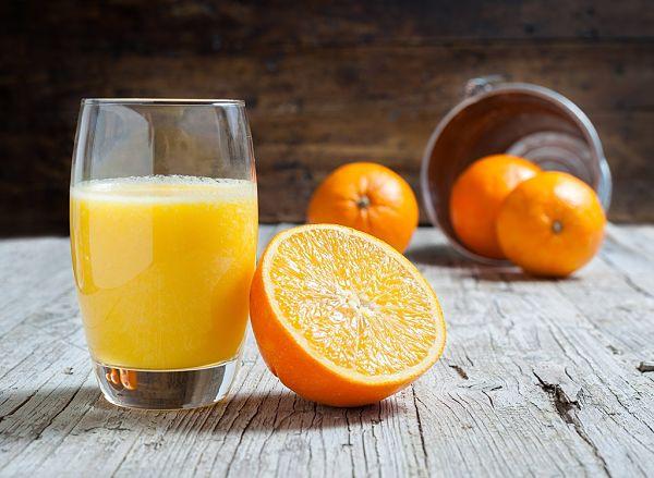 12- Batido de para suministrar proteínas naranja, yogurt y frutas congeladas_opt