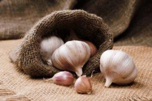 ajo como uno de los alimentos que ayudan a eliminar la celulitis