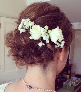 peinados recogidos de novia con flores