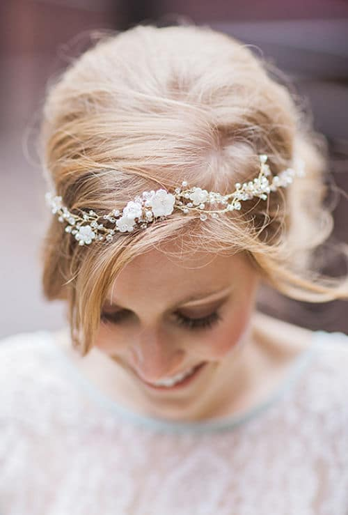 corona de pequeñas flores de seda bella
